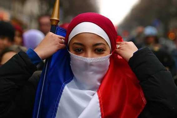 Μουσουλμάνες γυναίκες: τα πρώτα θύματα της ισλαμοφοβίας