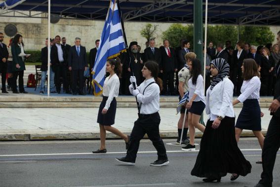 Ρεσιτάλ πατερναλισμού με αφορμή μια παρέλαση