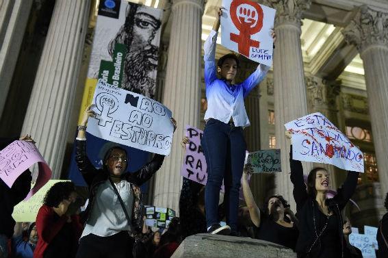 Βραζιλία: ομαδικός βιασμός 16χρονης