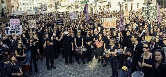 Μαύρη Διαμαρτυρία στην Πολωνία: «Δικό μου το σώμα-Δική μου η απόφαση»