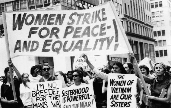 Καλέσματα για την απεργία γυναικών από όλο τον κόσμο